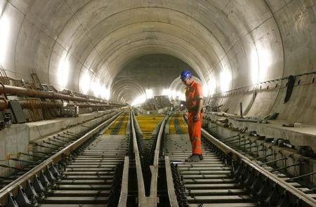 全世界最长57公里瑞士圣哥达隧道 6/1开通