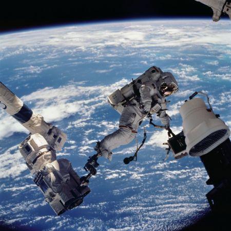 上太空半年 航天员集体眼球变形